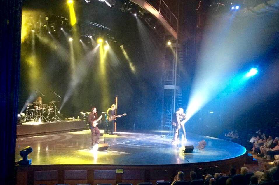 Slide show image of Savannah Jack on stage